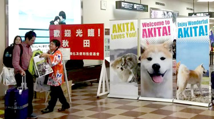 訪日観光客を歓迎する秋田空港