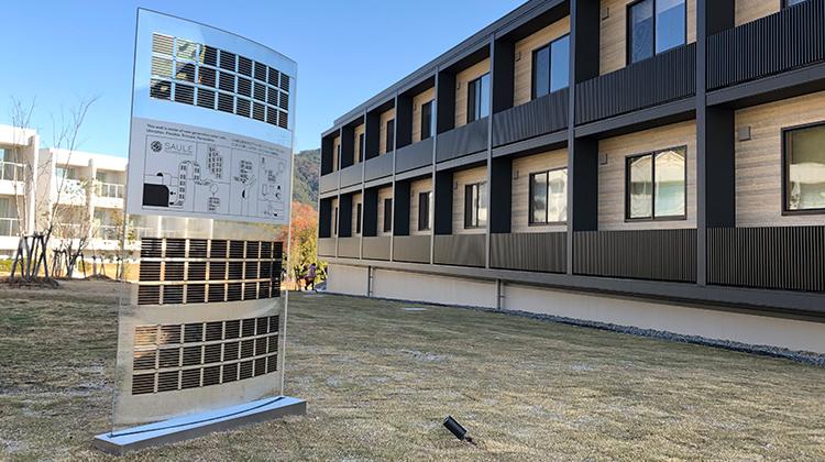 フィルム型次世代太陽電池を利用した看板